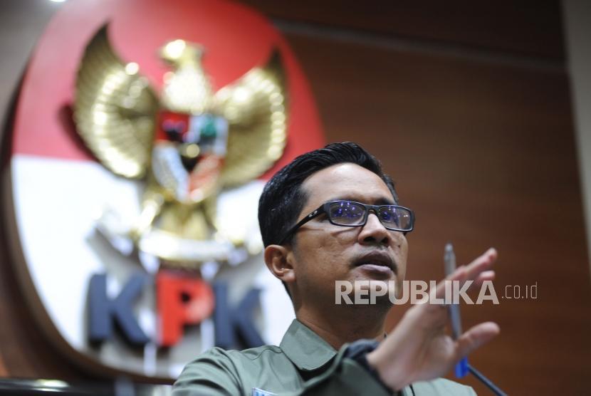 Juru Bicara KPK Febri Diansyah melakukan konfrensi pers di gedung KPK, Jakarta, Jumat (2/2).