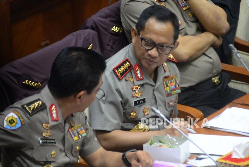 Kapolri Jenderal Pol Tito Karnavian saat mengikuti rapat kerja dengan Komisi III DPR di Kompleks Parlemen Senayan, Jakarta, Rabu (14/3).