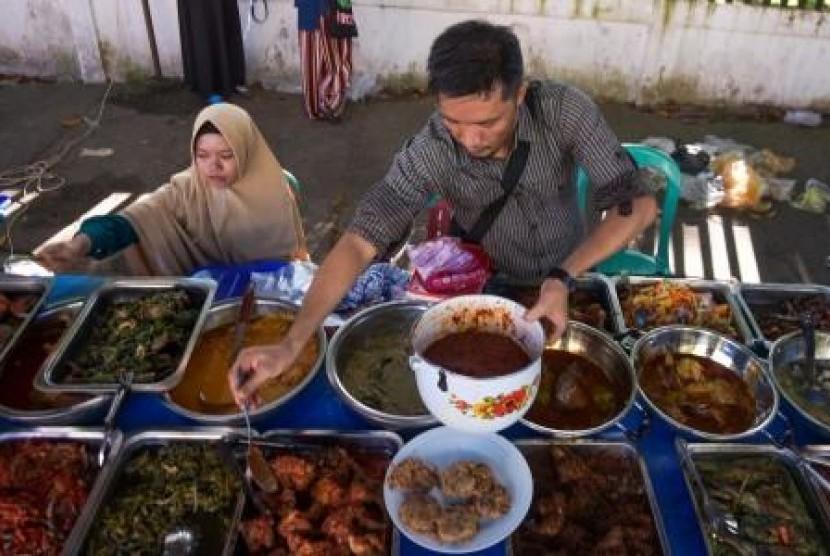 Kelalaian Saat Siapkan Makanan Bisa Picu Keracunan Massal