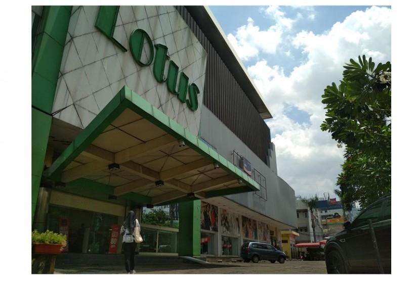 Gerai Lotus Thamrin yang terletak di Jalan Wahid Hasyim Jakarta Pusat.
