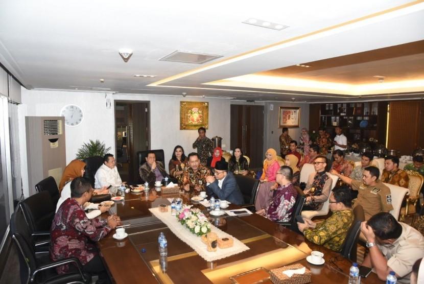 Ketua DPR Bambang Soesatyo saat rapat informal dengan para pimpinan Fraksi DPR RI dan Direktorat Jenderal Pajak, Selasa (6/3).