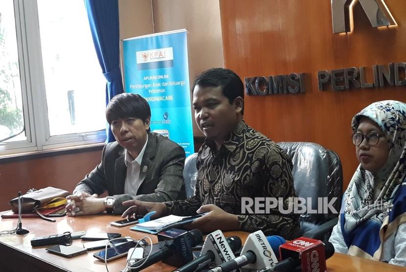Konferensi pers dilakukan oleh KPAI setelah melakukan pemanggilan terhadap pihak panitia Forum Untukmu Indonesia, di Kantor KPAI Jakarta Pusat, Jumat (4/5).