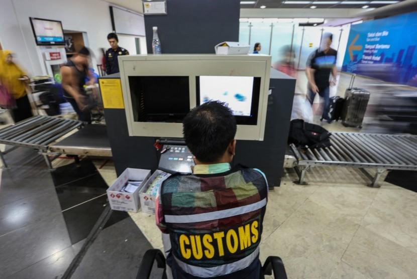 Screening narkoba di bandara (ilustrasi).
