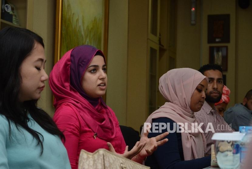 Sejumlah muslim Australia berkunjung ke Republika di Jakarta, Selasa (17/5). (Republika/ Musiron)