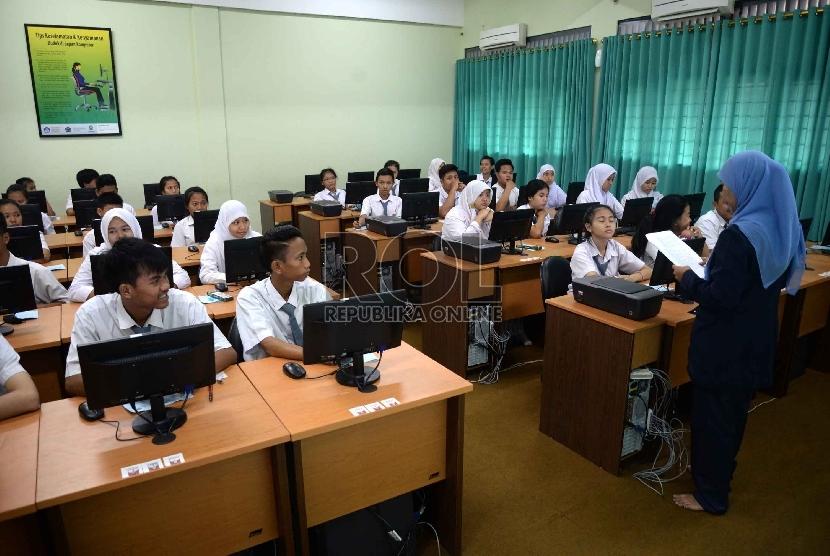 Siswa mengikuti Ujian Nasional (ilustrasi)