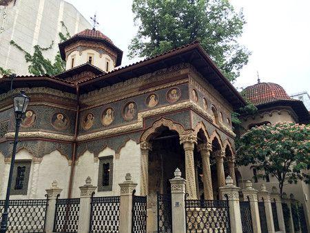 ルーマニア独自の建築様式なので必見です。
