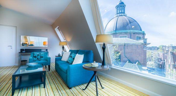 アムステルダム中央駅近くの市内中心部に位置し、ダム広場から徒歩10分の5つ星ホテル