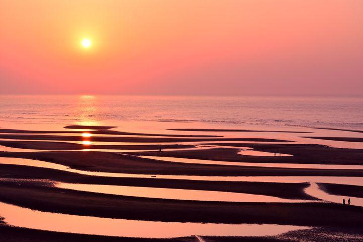二度と同じ景色に出会えない。「真玉海岸」は夕日と海の神秘的な絶景だった