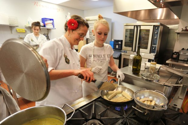 A teen chef learns how to cook tempeh from a Ceres mentor.