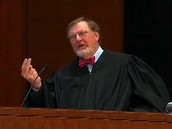 Seattle Judge Delays Decision Immigrants Challenge