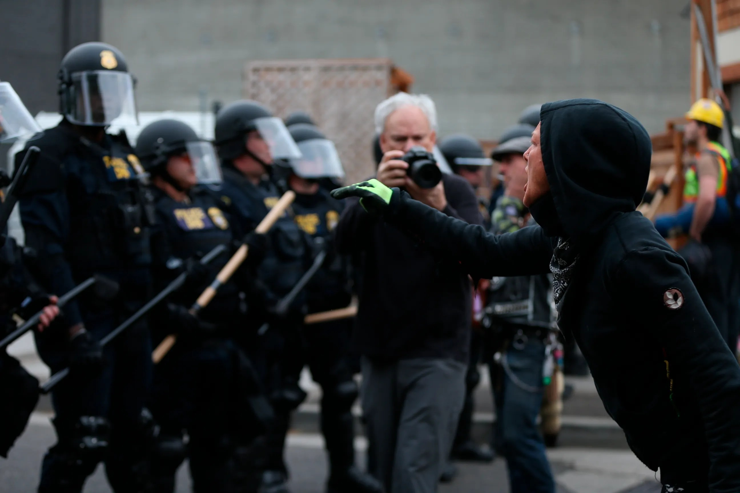 9 Detained, Officers Reopen Immigration Office In Oregon