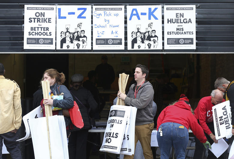 Schools out Chicago teachers strike 1st day deal