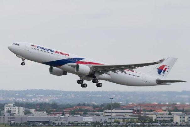 https://upload.wikimedia.org/wikipedia/commons/8/86/Malaysia_Airlines_Airbus_A330-323E_msn_1243_9M-MTE_%28F-WWYP%29.jpg