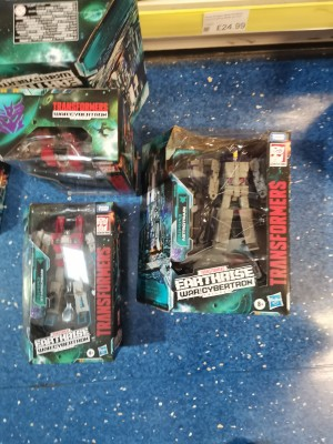 Transformers News: Transformers War for Cybertron: Earthrise Figures Spotted In UK