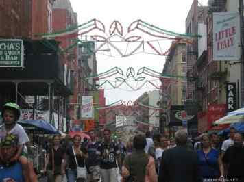 New York City : 5th Avenue, Rockefeller Center, St Patrick's Cathedral, Flatiron Building, Madison Square Park, Shake Shack's, Little Italy, Soho, Greenwich Village, Time Square photo 21
