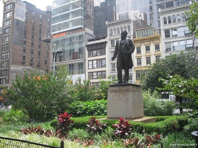 New York City : 5th Avenue, Rockefeller Center, St Patrick's Cathedral, Flatiron Building, Madison Square Park, Shake Shack's, Little Italy, Soho, Greenwich Village, Time Square photo 23