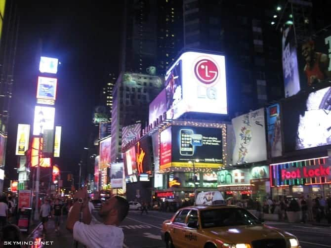 New York City : 5th Avenue, Rockefeller Center, St Patrick's Cathedral, Flatiron Building, Madison Square Park, Shake Shack's, Little Italy, Soho, Greenwich Village, Time Square photo