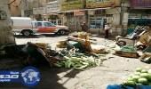 أمانة مكة تداهم سوقا عشوائيا للباعة الجائلين بحي النكاسة