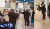 بالفيديو .. استقبال مقيم مصري لعروسه في مطار المدينة