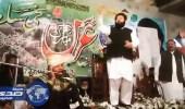 بالفيديو.. باكستانيون يمطرون قارىء قرأن تنزاني بالأموال