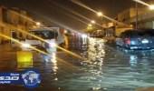 غلق بعض الطرق واستنفار المرور والدفاع المدني بعد هطول الأمطار بالقصيم