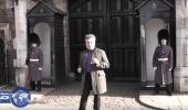 بالفيديو.. سائح يرقص أمام قصر الاسرة الحاكمة والحراس يٌعنفونه