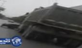 بالفيديو.. تصادم مركبتين وسيارة بطريق الملك فهد