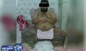 المالكي ينشر صورة شاب منعه مرضه من أداء الصلاة إلا في هذا الوضع