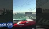 مرور تبوك يبحث عن قائد سيارة تسبب في اصطدام شاحنة بسيارة جيب