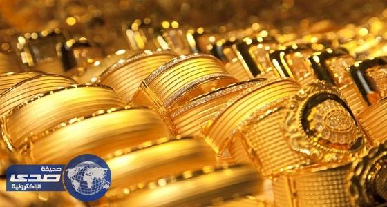 تراجع الذهب من أعلى مستوى في عام