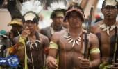 بالفيديو .. مراسم دفن وتقاليد غريبة لقرية لا تدفن موتاها