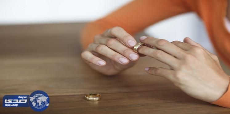 مصرية تطلب الخٌلع من زوجها بسبب فستان والدته