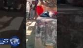 بالفيديو..علقة ساخنة لزوج بالشارع بعد اكتشاف زوجته خيانته لها