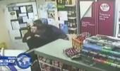 حقيقة إنقاذ مبتعث لأمريكية من سطو مسلح على متجرها «فيديو»