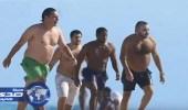 بالصور.. ملك المغرب بملابس السباحة على شواطئ ميامي