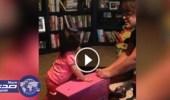 بالفيديو.. رضيعة تتشاجر مع والدتها بطريقة ظريفة