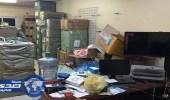 مداهمة مستودع يخزن الأفياش المقلدة في الرياض