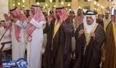 ولي العهد يؤدي صلاة الميت على الأمير ناصر بن سلطان وعبدالله الدوسري