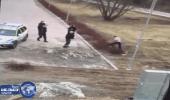 بالفيديو.. لاجئ يعتدي على 3 شٌرطيات ويتحرش بهن جنسياً