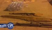 العثور على سلاحين من نوع رشاش بحوزة مطلوب أمني بالخرج