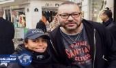 شرطية فرنسية تلتقط صورة سيلفي مع الملك المغربي بباريس