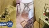 بالفيديو.. مفاجأة صادمة لمواطن أجر استراحته لفتيات بخميس مشيط