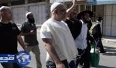 مستوطنون يعتدون على ناشط فلسطيني ويحطمون مركبة بالضفة