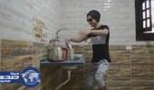 بالفيديو.. 3 شباب ينظفون المنزل على أنغام مزمار عبد السلام