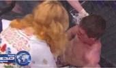 بالفيديو.. أم تهين ابنها الملاكم داخل الحلبة لخسارته في المسابقة