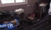 بالصور.. ضبط ومصادرة أطعمة جافة وسائلة في حوش عشوائي بمكة