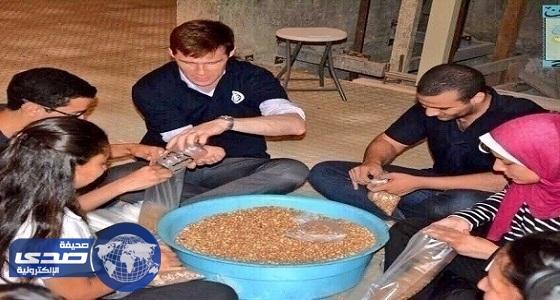 سفير بريطانيا في مصر يشارك في حملة تطوعية لجمع شنطة رمضان