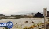 بالصور.. سقوط أمطار غزيرة بالمخواة وتراكم الاحجار بقرى غامد الزناد