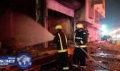 بالصور.. السيطرة على حريق بمحل مفروشات بجازان