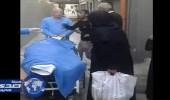 بالفيديو.. وفاة نازحة سورية أمام مستشفى في لبنان